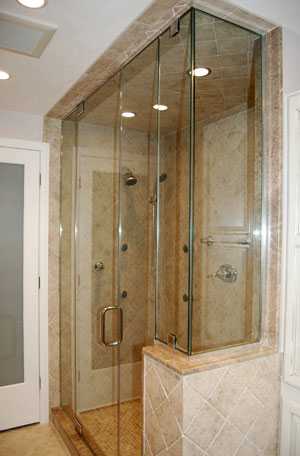 Half-inch glass steam shower with vertical vent